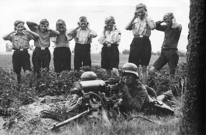hitler-youth-1945-uncensored-history-003